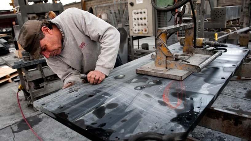 Produção industrial cai pela primeira vez em seis meses