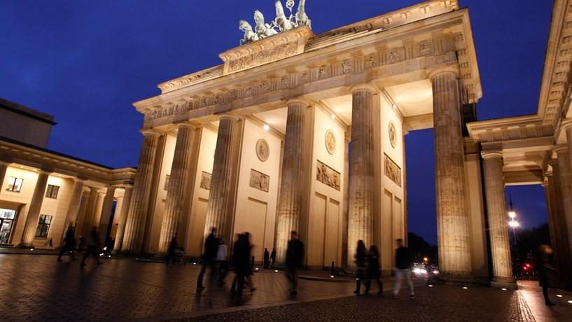 Produção industrial da Alemanha sobe pela primeira vez em três meses