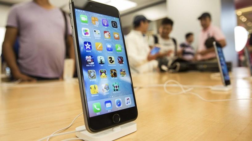 Actualização do sistema iOS está a provocar problemas nas baterias dos iPhone