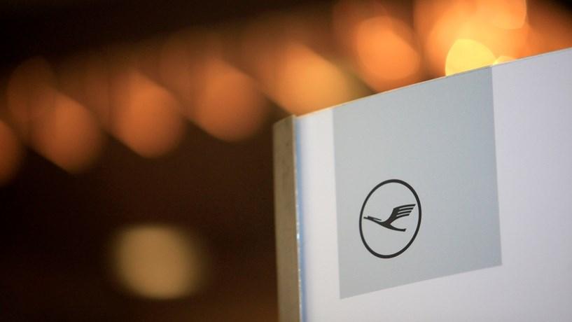 Lufthansa cancela 876 voos previstos para hoje devido a greve dos pilotos