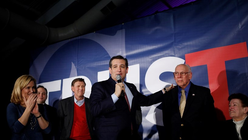 Senador Ted Cruz vence 'caucus' republicano no Iowa
