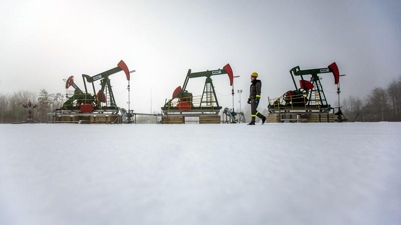 Abertura dos mercados: Petróleo dispara e bolsas acompanham ganhos