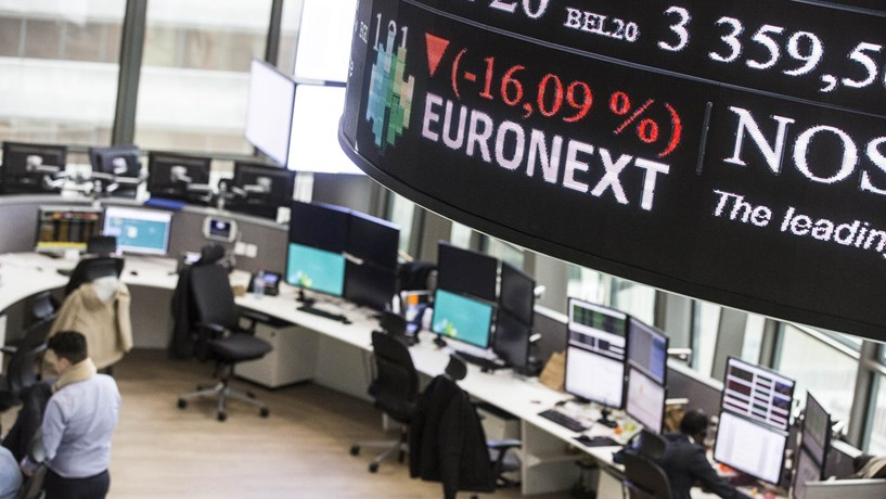 Bolsa nacional sobe e contraria quedas na Europa