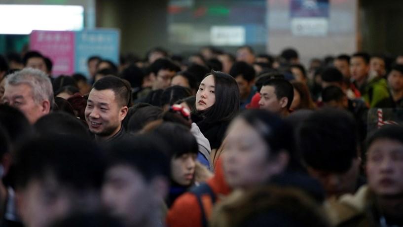 Ano Novo na China: mau tempo retém milhares de pessoas