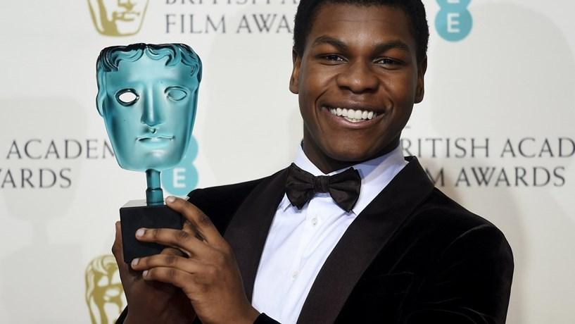 """John Boyega ganhou o prémio melhor actor revelação no filme """"Star Wars: O despertar da força""""."""