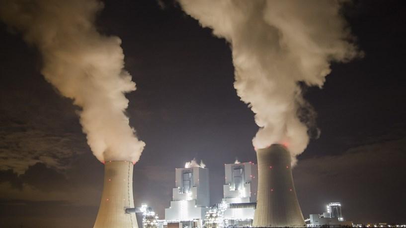 Acções da RWE afundam mais de 12% após corte de dividendos