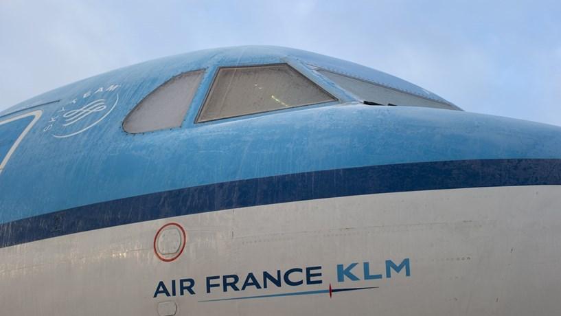 Bruxelas confirma multa de 776 milhões a 11 companhias aéreas de carga