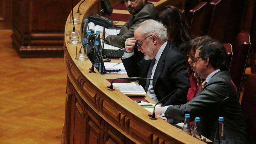 """Vieira da Silva aconselha """"mais prudência"""" a Passos quando fala do sector solidário"""
