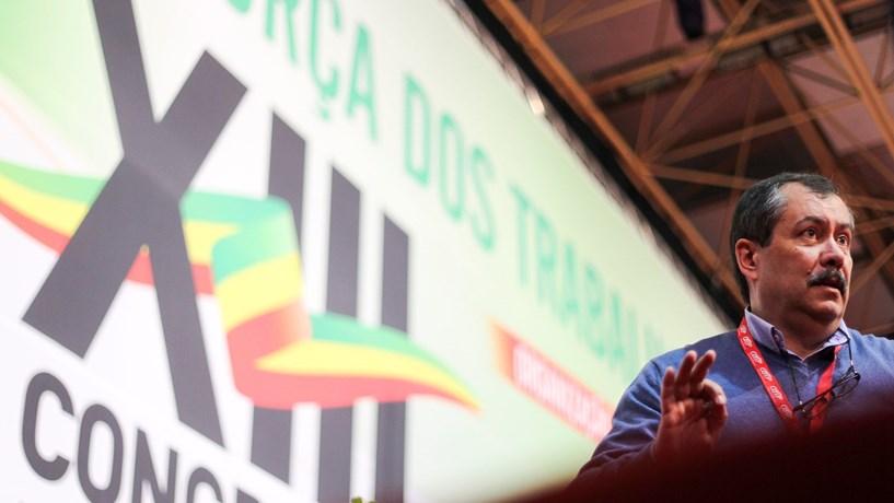 """Mário Nogueira: Nova lei passa por """"pôr gente na rua"""""""