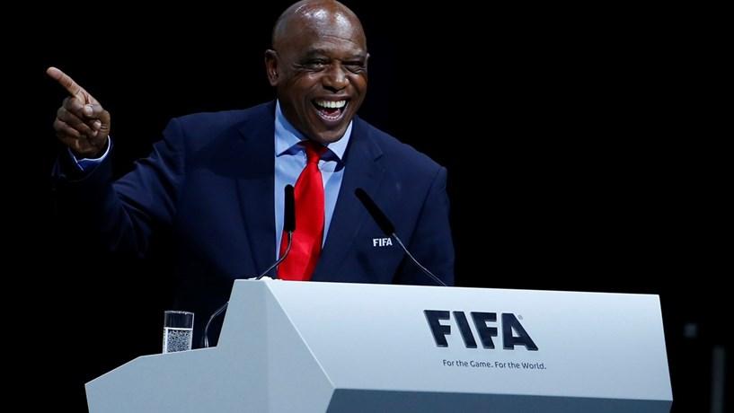 Um dos cinco candidatos à presidência da FIFA desistiu ainda antes da votação