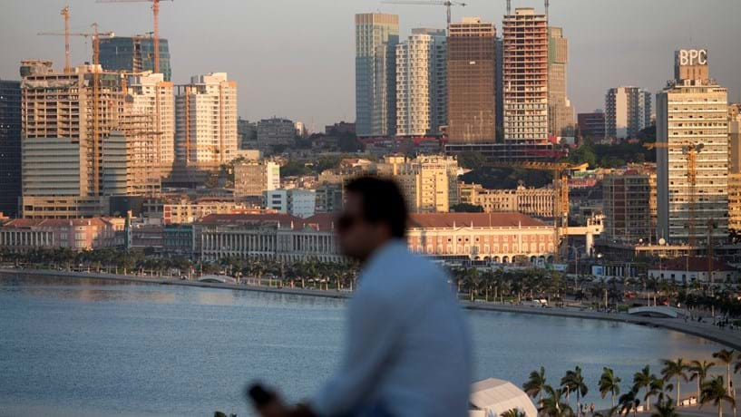 S&P corta rating de Angola mas sobe perspectiva