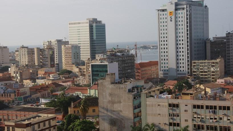 Emigração para Angola surpreende ao subir 32% em 2015