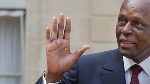 Angola volta a pagar salários em dólares