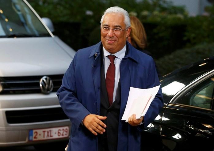 """Três dias após a tomada de posse como primeiro-ministro, António Costa estreou-se em Bruxelas numa cimeira UE-Turquia sobre migrações, à margem da qual reafirmou o """"óbvio"""" compromisso de Portugal com a UE e as suas regras."""