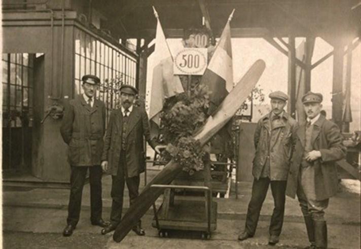 Em 1916 a aposta eram os motores para aviões.