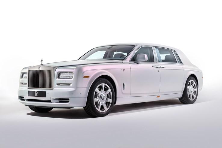 A Rolls Royce foi comprada em 1998.