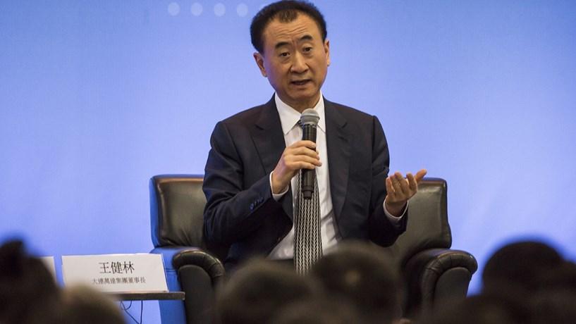 Homem mais rico da China compra produtora dos Globos de Ouro