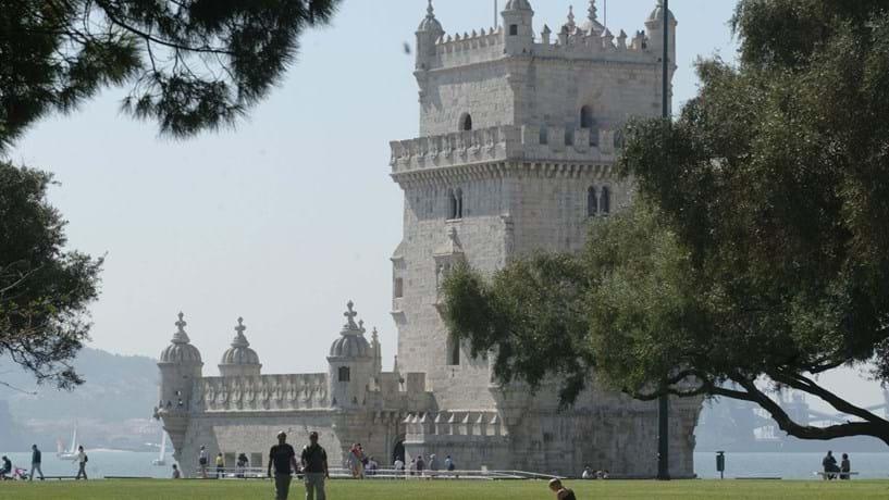 Greve encerrou dez museus e monumentos