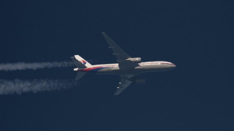 Suspensas buscas pelo avião do voo MH370