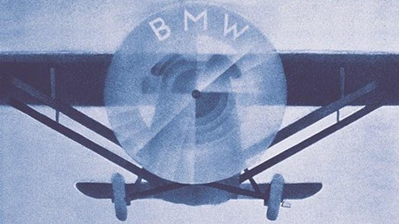 O logo da BMW remete para a hélice de um avião.