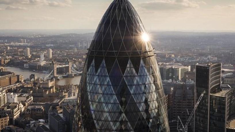 Brexit: Grandes bancos confirmam redução de actividade na City londrina