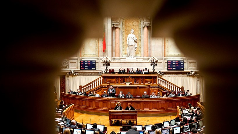 PSD e PS chumbam proposta do PCP para limitar remunerações dos gestores públicos e privados