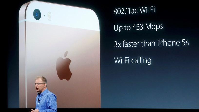 Para contrariar o declínio das vendas a Apple lançou um iPhone mais pequeno.