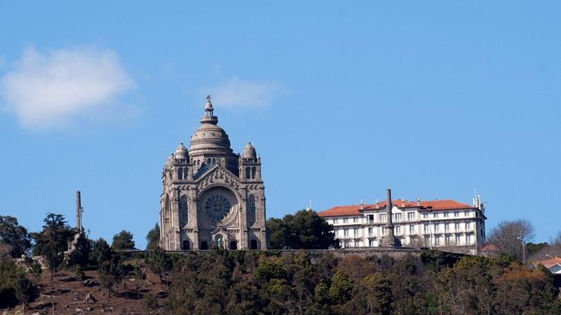 Demolição do prédio Coutinho em Viana pode ser adiada mais um ano
