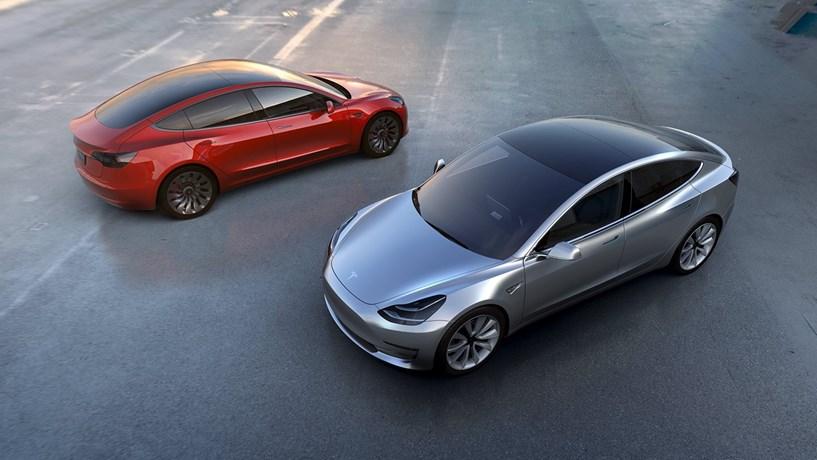Vai comprar um Tesla? Já vem preparado para circular sozinho