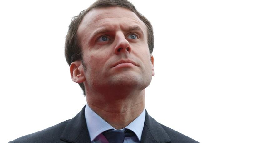 Macron lidera sondagem em França