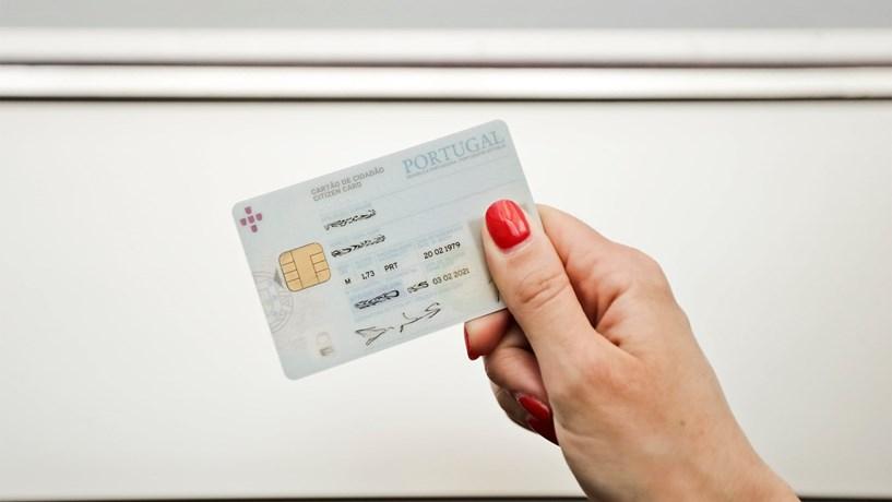 Governo não fecha a porta a mudar o nome do cartão de cidadão