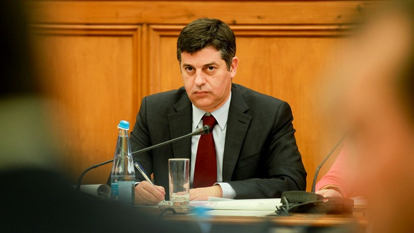 Caldeira Cabral defende que economia está melhor e portugueses também