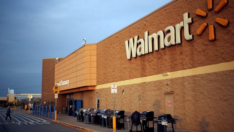 Walmart pede a empregados para fazerem entregas no regresso a casa