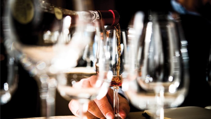Governo estuda aumento do imposto no vinho