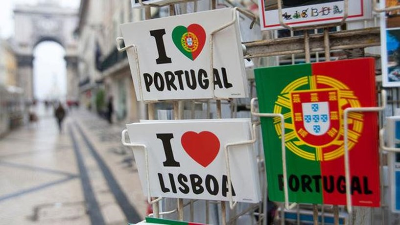 Portugal tem um grande défice de habitação, em particular entre os ciganos, diz comissário europeu