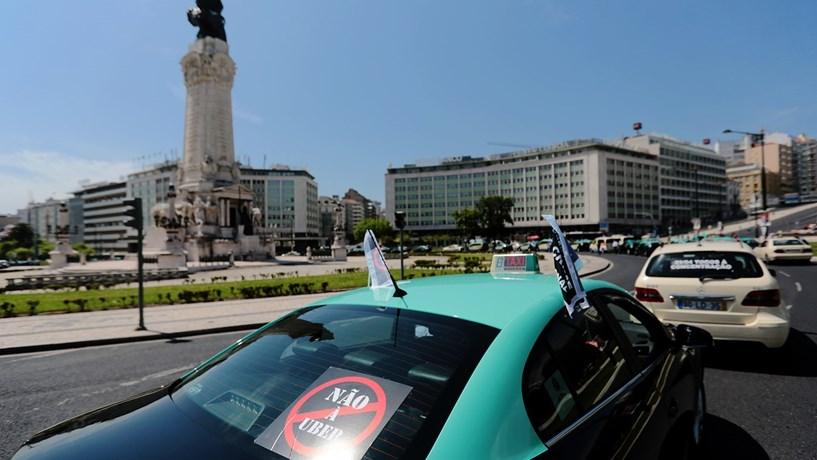 Táxis querem aumentar preços no Verão e no Natal