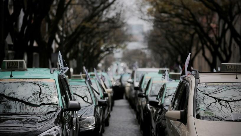 """ANTRAL demarca-se de """"ameaças e violência"""" em protesto dos taxistas em Lisboa"""