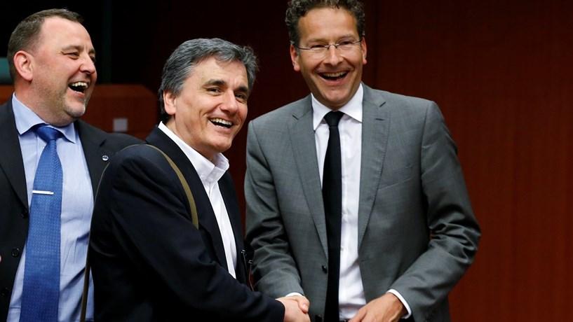 Eurogrupo: Grécia vai receber mais dinheiro, mas não todo