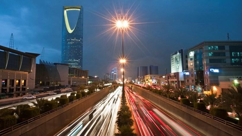 Arábia Saudita pretende arrecadar 17,5 mil milhões de dólares em emissão de dívida