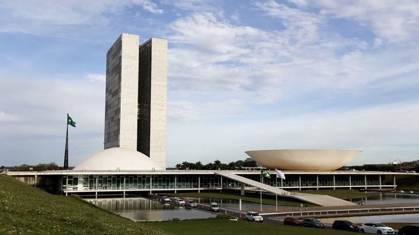 Brasil baixa juros pela segunda vez consecutiva