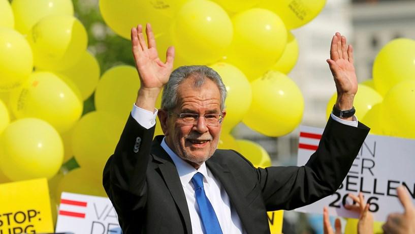 """Áustria sente-se """"república das bananas"""" sem Presidente há sete meses"""