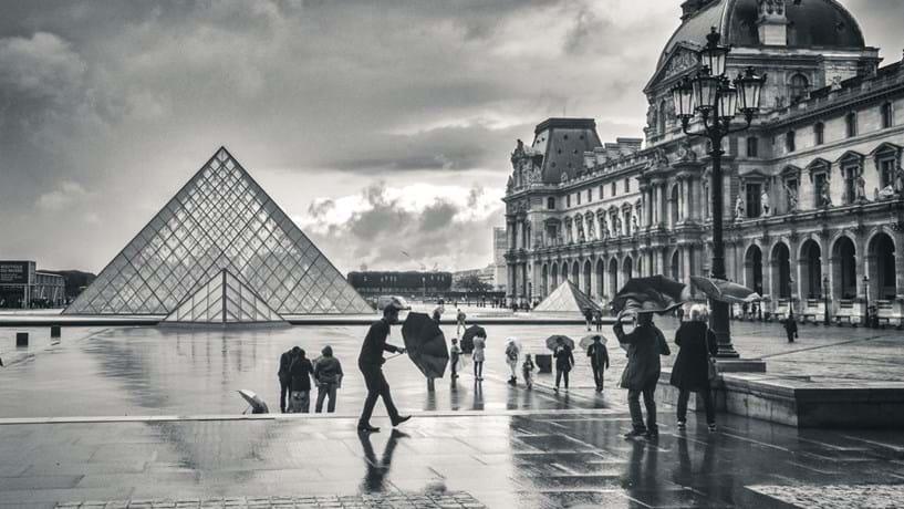 França reforça segurança de turistas em vésperas de assinalar um ano sobre atentados