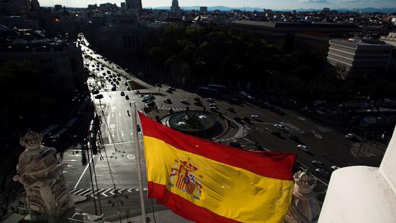 Desemprego em Espanha registou maior queda de sempre em 2016
