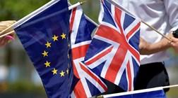 Em dia de comemorações na União Europeia, muitos britânicos manifestam-se contra Brexit