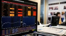 Abertura dos mercados: Petróleo recupera e libra desce após sondagem