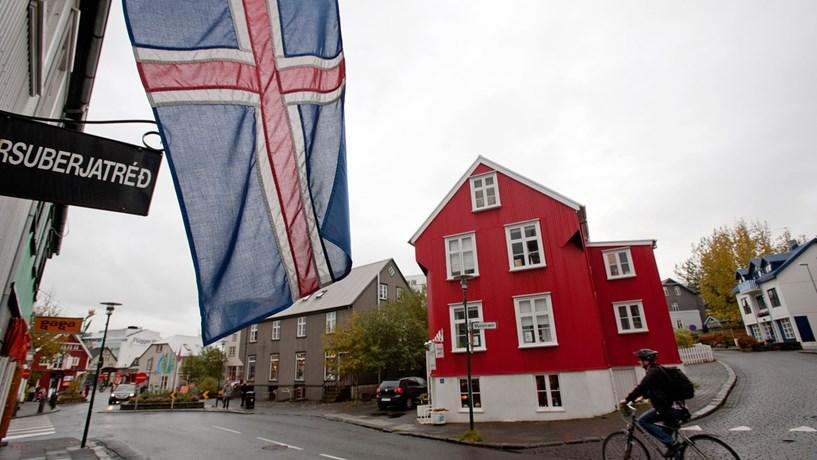 Islândia confirma penas de prisão a sete banqueiros