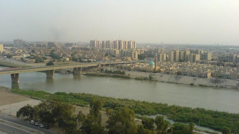 Duplo atentado em Bagdad faz 27 mortos e 53 feridos