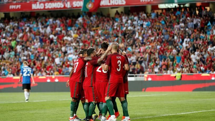 Portugal goleia nas Ilhas Faroé com 'hat-trick' de André Silva