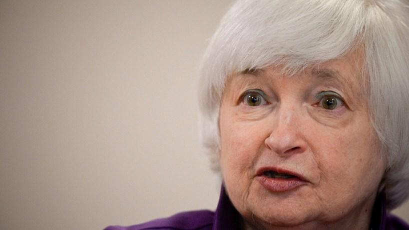 Yellen diz que Fed continua pronta a subir juros