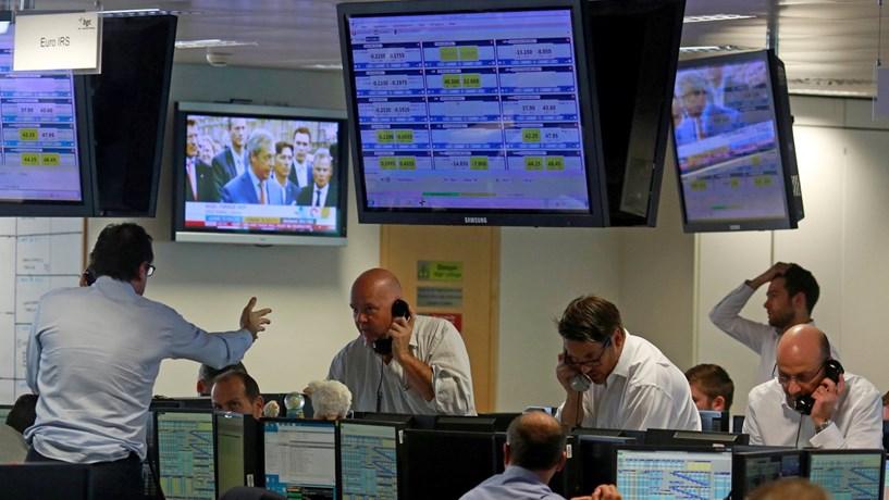 Abertura dos mercados: Bolsa e euro em queda à espera da Fed. Juros continuam a aliviar